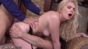 Two Guys And One Girl In Threesome Fuck Meaty Pussy