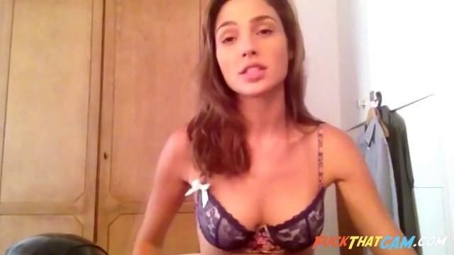 Gal Gadot sexy in bra
